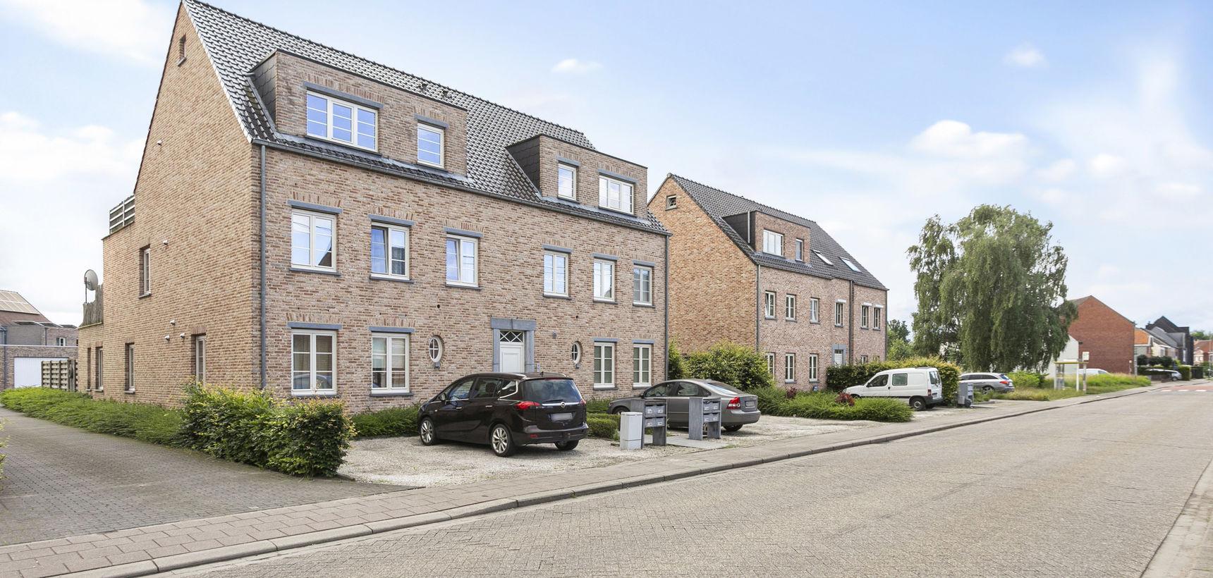Appartement met 2 slpks, ruim terras en garage te St.-Jozef-Olen !