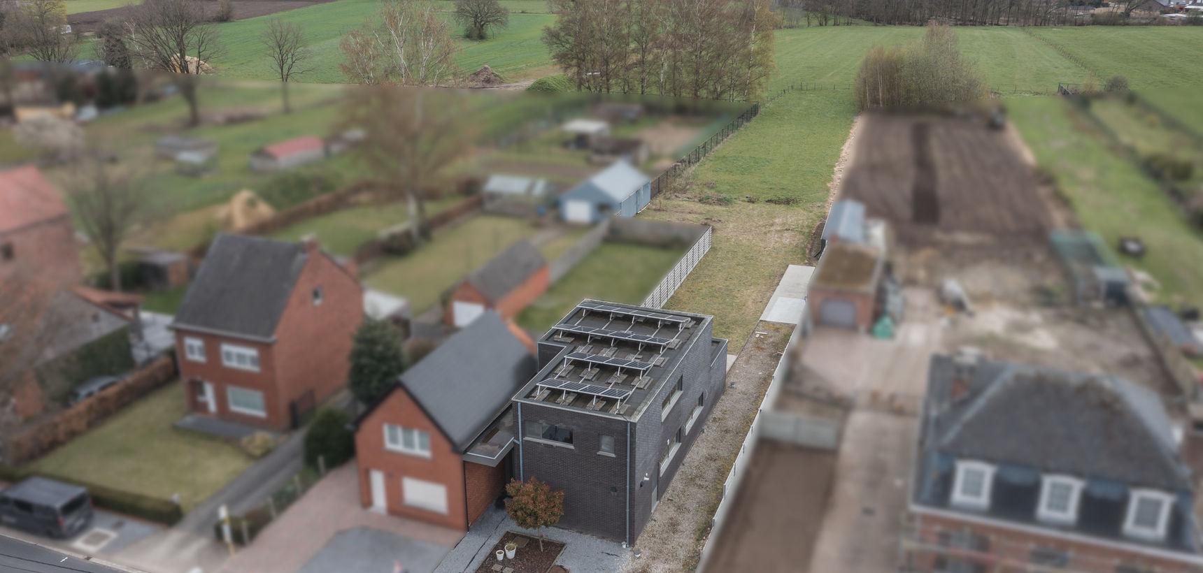 Recente woning (met stabiliteitsproblemen) met 3 slpks op 1.875 m² nabij Balen centrum !