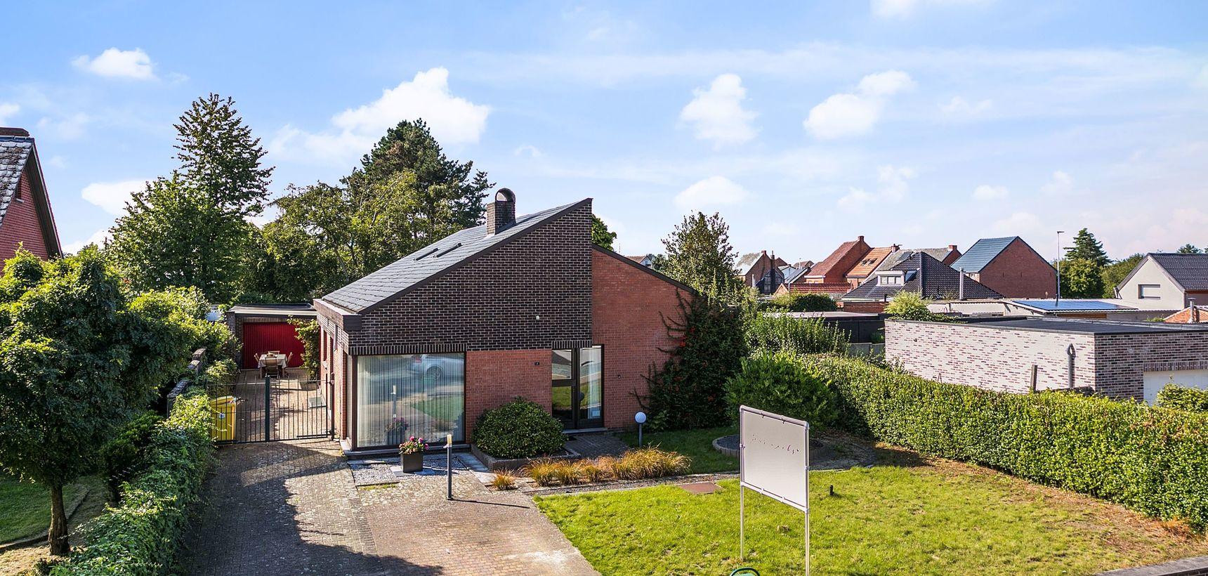 Gelijkvloerse woning met 3 slpks, rustig gelegen op 900 m²  !