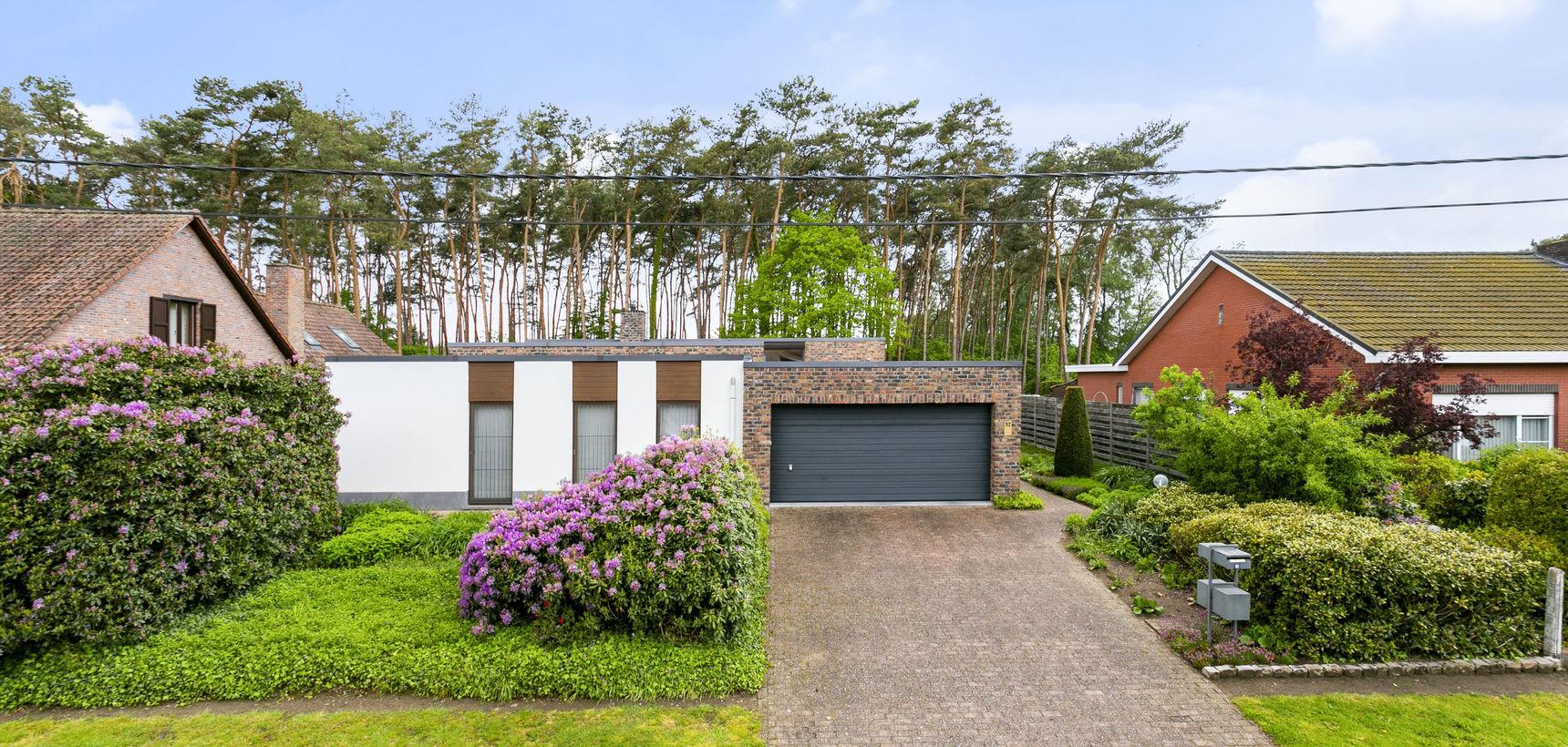 Rustig gelegen gelijkvloerse woning met 3 slpks op 796 m² (ZW) nabij de dorpskern !