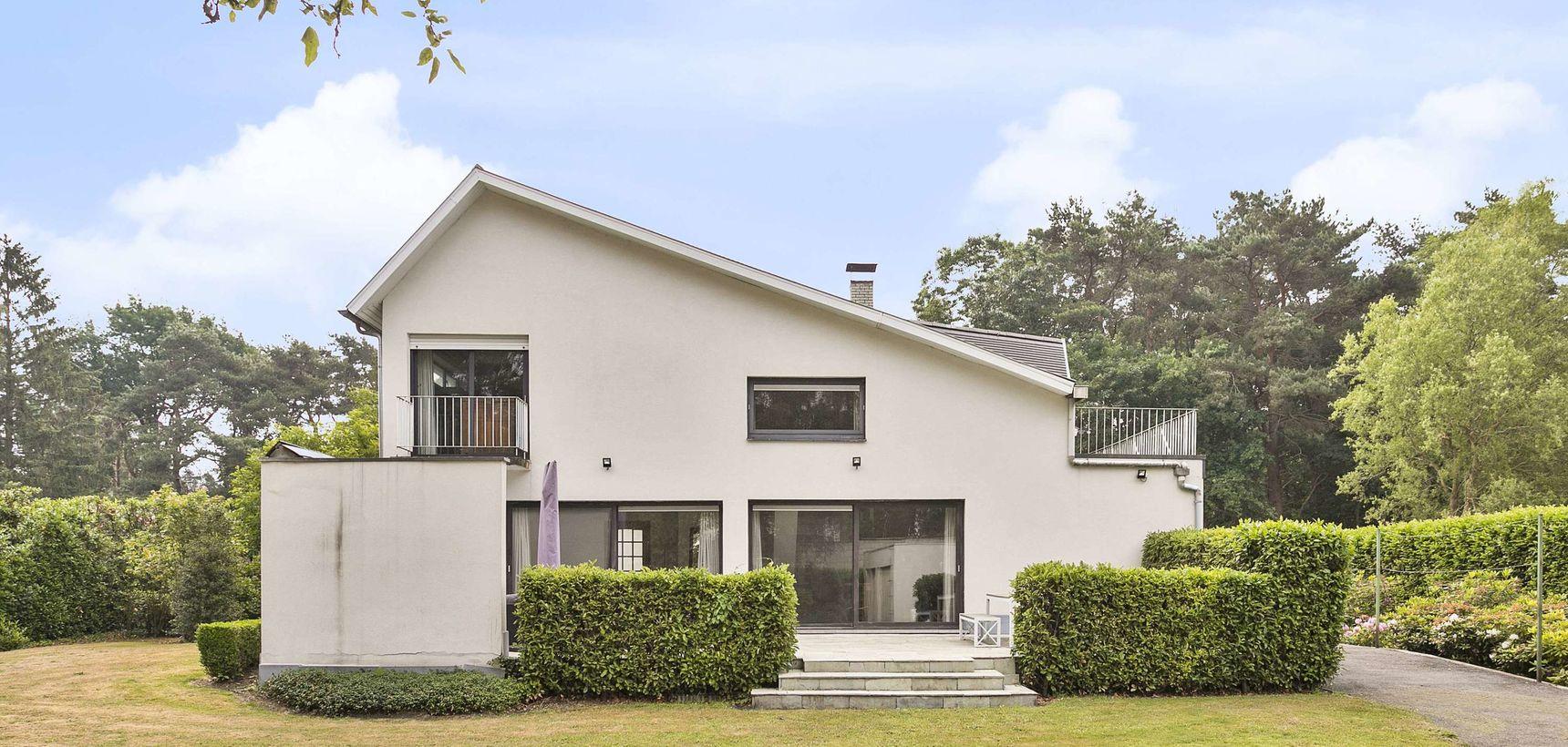 Karaktervolle villa met 5 slpks op een prachtig perceel van 1.350 m² !