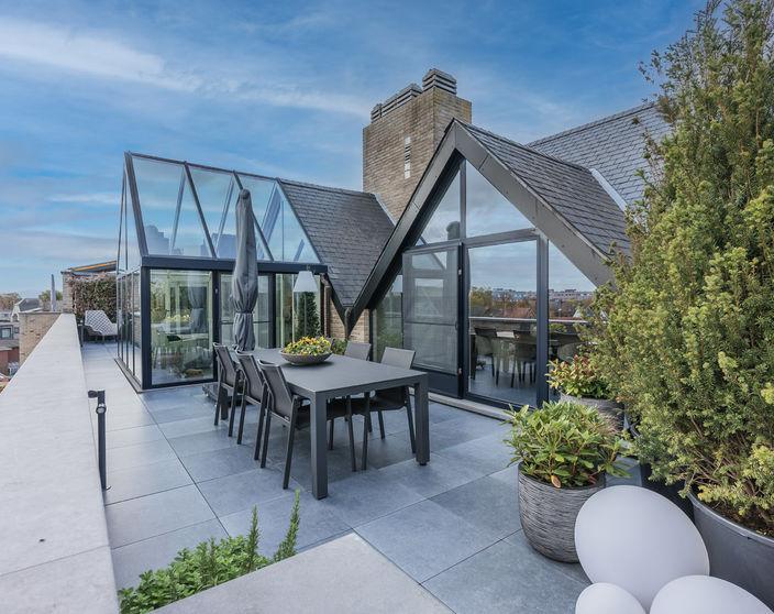Gerenoveerd appartement met een uniek terras in het centrum van Mol !