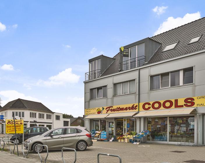 Instapklaar appartement met 2 slpks, 2 terrassen en autostaanplaats !