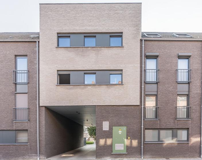 Ruim triplex appartement met 4 slpks en prachtige terrassen in hartje Mol - Centrum !