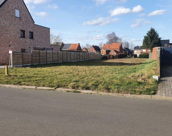 Rustig gelegen bouwgrond van 863 m² voor open bebouwing te Achterbos !