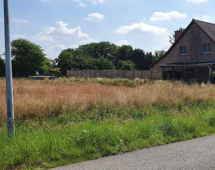 Rustig gelegen bouwgrond van 840 m² voor open bebouwing te Heultje !