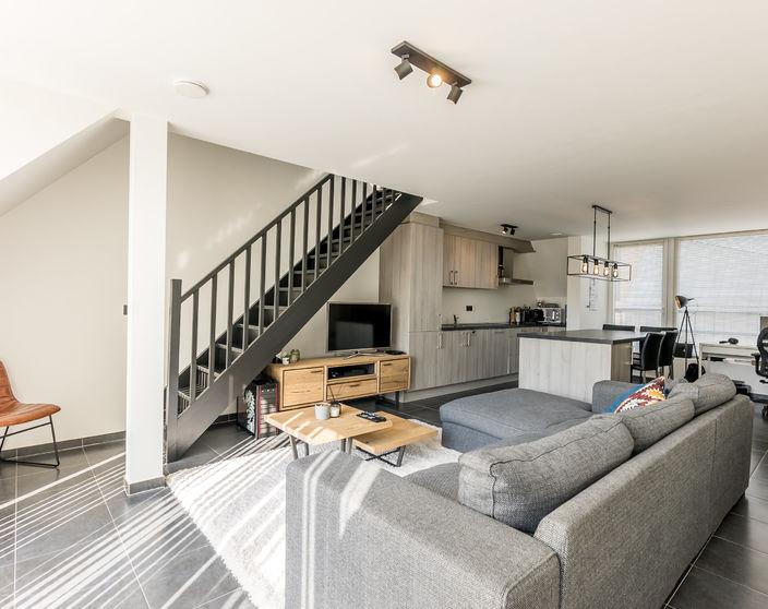 Recent duplex dakappartement met ruim terras, rustig gelegen in het centrum !