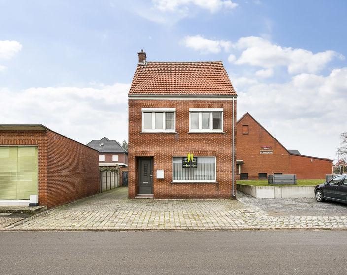 Te renoveren woning met achterliggende bouwgrond van 330m²!