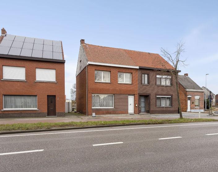 IN OPTIE! Ruime te renoveren woning met 5 slpks op 293 m²