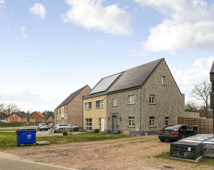 Recente energiezuinige woning met 3 slpks op 426 m² !