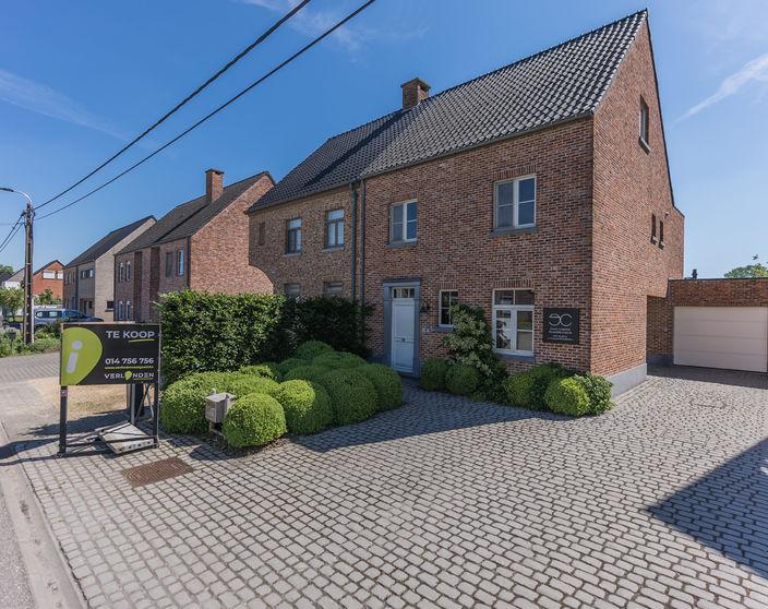 Recente woning met 3 slaapkamers op 700 m² nabij het centrum van Geel !