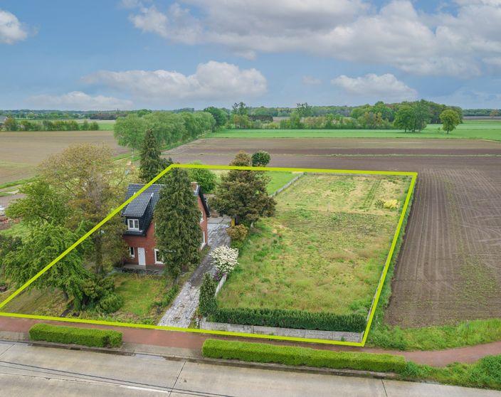 Te renoveren woning op een prachtig perceel van 3.206 m² in agrarisch gebied !