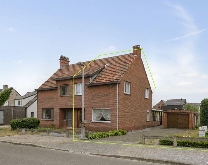 Rustig gelegen te renoveren woning op 915 m² (ZW gericht) !