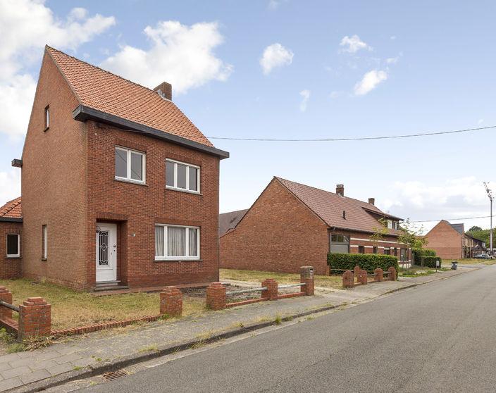 Te renoveren woning met diverse mogelijkheden op een perceel van 970 m²!