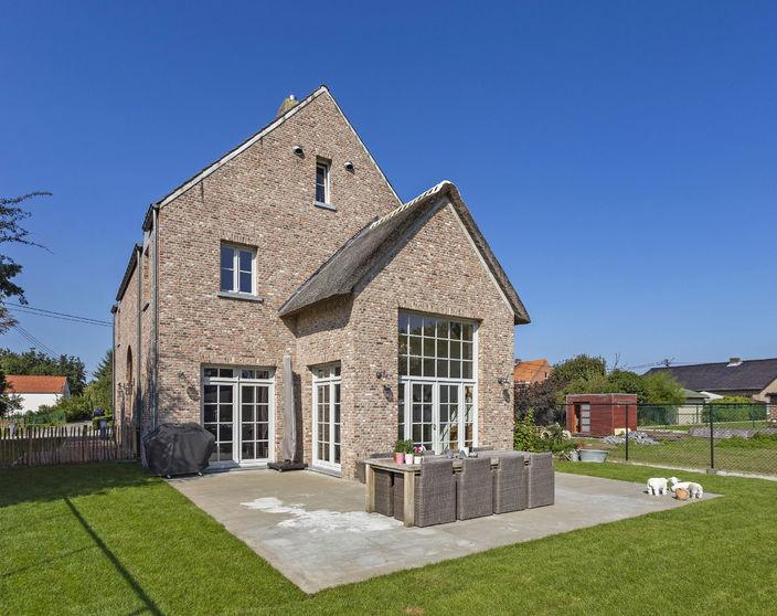 Recente woning met 3/4 slpks, rustig gelegen op 854 m² !