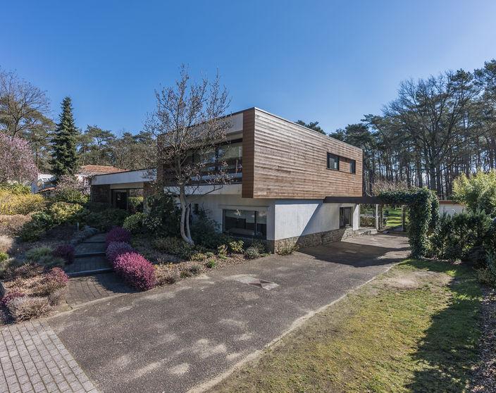 Unieke villa op een prachtig ZO georiënteerd perceel van 9.647 m² !