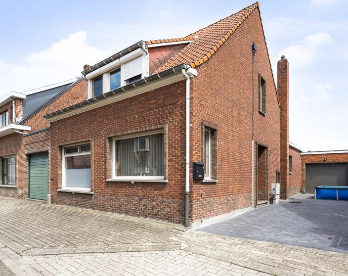 Instapklare woning met 3/4 slaapkamers in een doodlopende straat !