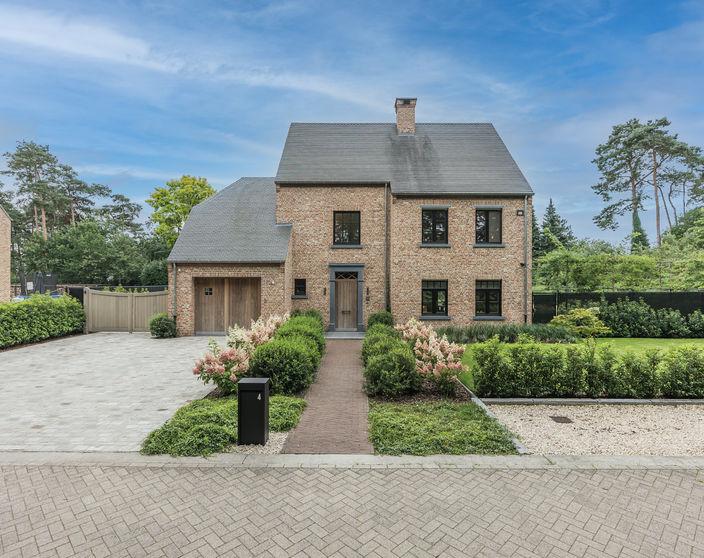 Ruime villa in pastoriestijl op een zuid georiënteerd perceel van 1.157 m²!