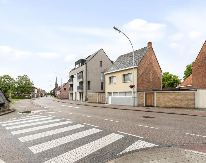 Ruime instapklare woning met 4 slpks in het centrum van OLV Olen !