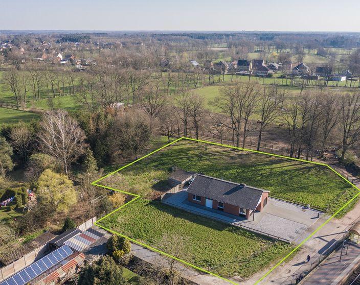 Gelijkvloerse woning op een perceel van +/- 3.150 m² met weiland !